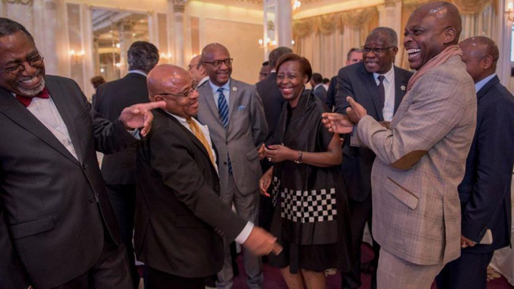 African delegates attending La Francophonie summit in Armenia share a light moment